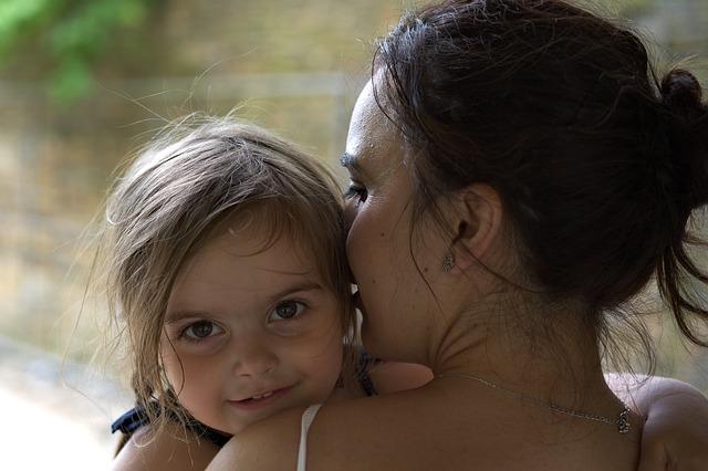dítě a máma