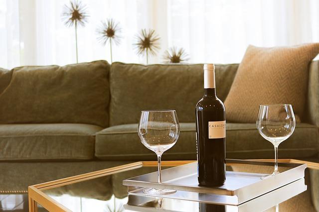 víno na stolku.jpg