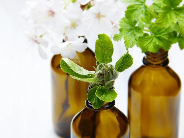 lahvičky s bylinkami