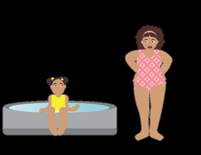 žena u bazénu s dítětem